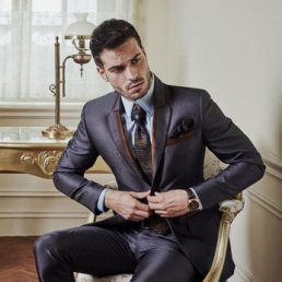 Pria Memakai Jas | Tips Memilih Model Jas Untuk Pernikahan Anda